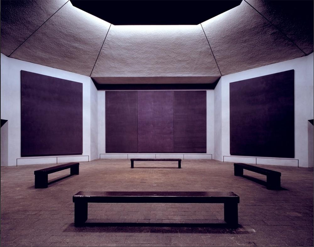 une chapelle comme une soucoupe spatiale